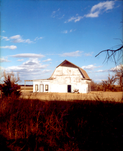 White_barn_kansas